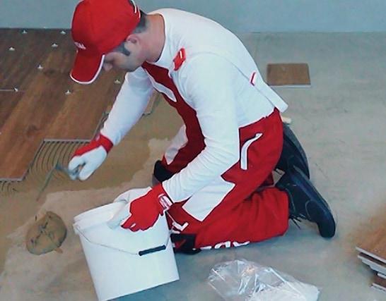 Come posare e stuccare a pavimento legno ceramico su massetto cementizio